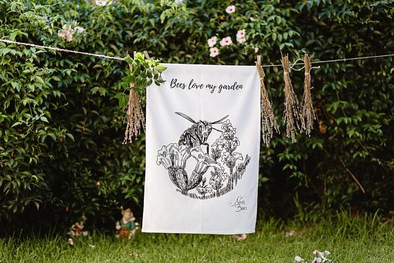 Tea towel Bees Love My Garden
